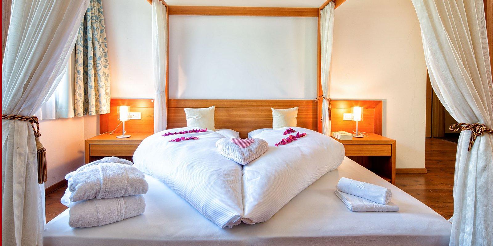 Zimmer suiten hotel sudtirol 4 sterne zimmer for Whirlpool garten mit hotel mit whirlpool auf balkon südtirol